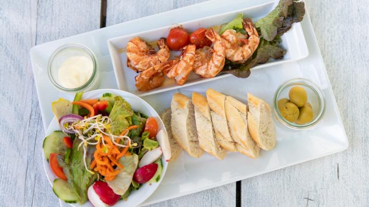 Leichte mediterrane Küche im Komm Beach. © Denver Künzer