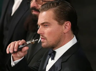 Leonardo diCaprio Vaping box vaporizer at SAG Awards 2016