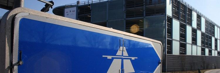 Autobahnschild bei Frankfurt am Main / Foto: Spiegelneuronen/flickr.com