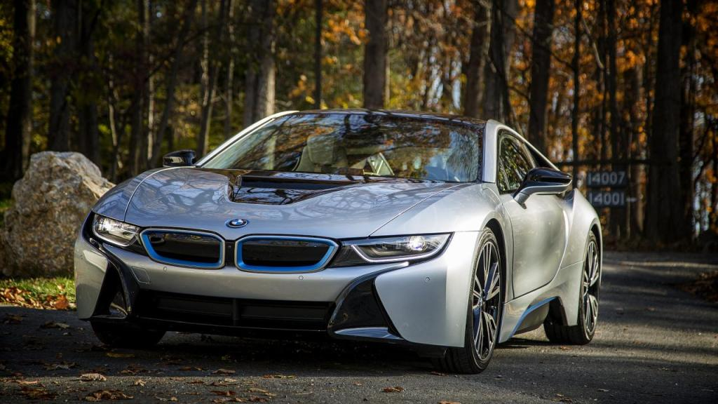 BMW-Pluginhybrid i8 in einem Wald, Foto: Automotive Rythms artvlive/flickr.com