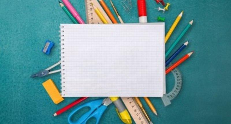Praktische Schreibtischutensilien für den Eckschreibtisch