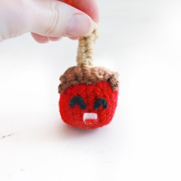 Candy Apple Free Crochet Pattern: 31 Days of Candy Day 31 by E'Claire Makery