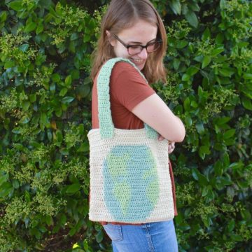 Carry The World Crochet Reuseable Tote Bag Free Crochet Pattern by ECLAIREMAKERY.COM