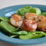 Spinach salad with bacon-wrapped seared scallops