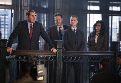 """GOTHAM: Mayor James (guest star Richard Kind, L) holds a press conference after Detectives Gordon (Ben McKenzie, second from R) and Bullock (Donal Logue, second from L) apprehend child abductors in the """"Selina Kyle"""" episode of GOTHAM airing Monday, Sept. 29 (8:00-9:00 PM ET/PT) on FOX. Also pictured: Zabryna Guevara. ©2014 Fox Broadcasting Co. Cr: Jessica Miglio/FOX"""