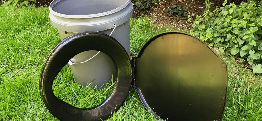 Simple compost toilet