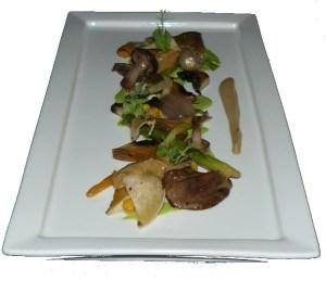 Pilze an Béchamelsoße mit Petersilie und Zwiebeln