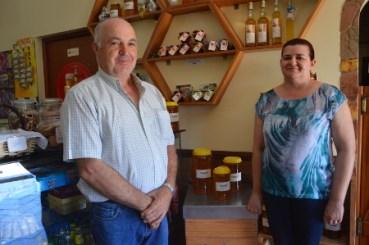 Honey producer 'Melaria do Monte' Manuel Jesus e Célia Jesus
