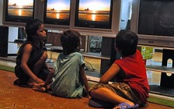 Background TV negatively affects adult-children interactions