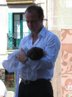 Court rules in favor of Spanish father's breastfeeding leave