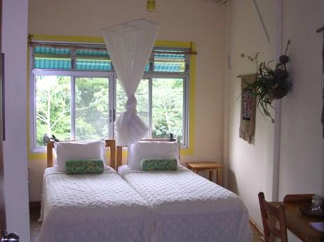 Bedroom_of_Canopy_Tower_in_Gamboa,_Panama_01