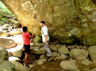 Anthony explains the meaning of the symbols while EcoCircuitos guide Fabio translates