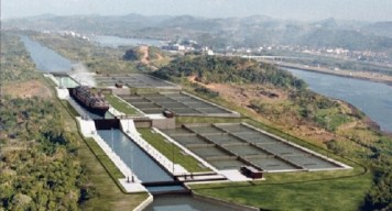 Panama_Canal_under_construction_from_Sacyr