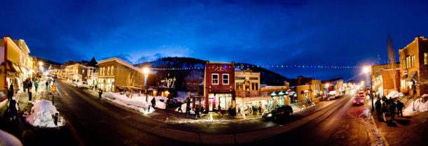 corner-of-main-st-and-heber-ave-at-night