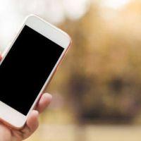 10 anni di smartphone. Per gli italiani è come un oggetto di culto