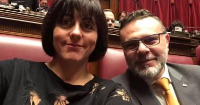 Foto in Aula: l'ormai ex 5 stelle Alessandra Ermellino e Gianluca Rizzo