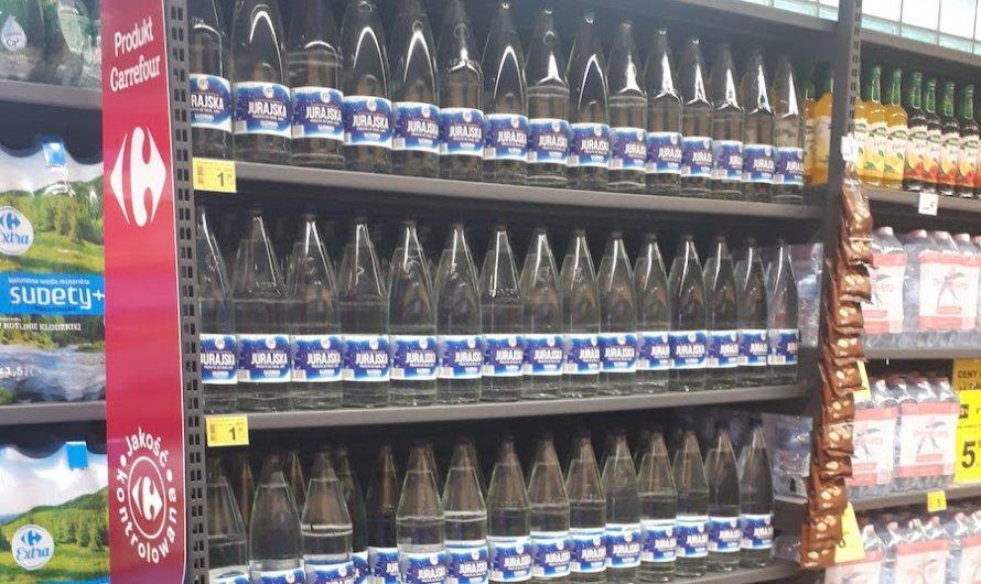 Wraca woda mineralna w butelkach zwrotnych