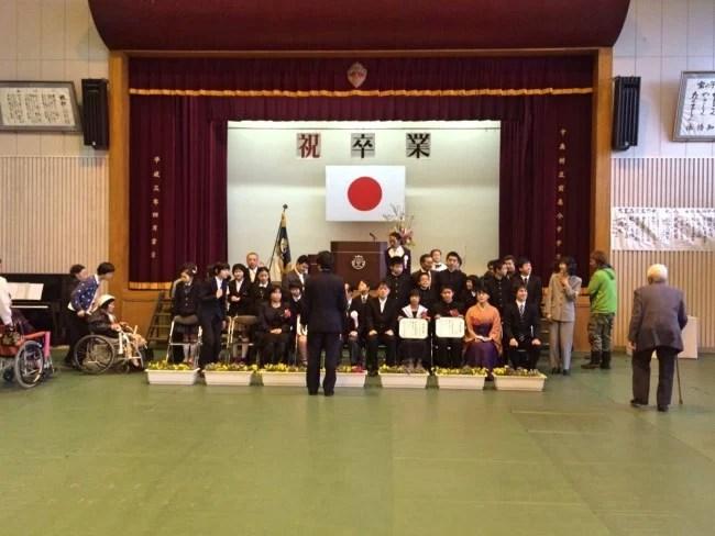 宝島に一つしかない小中学校の卒業式に参加させていただきました。