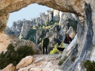 El Racó dels Capelláns a través del Forat de la Vella