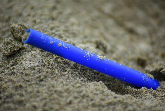 single use plastic straw