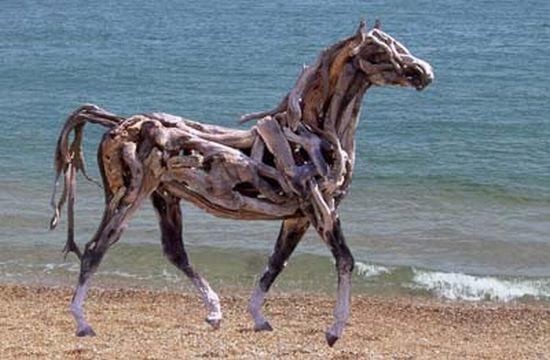 https://i2.wp.com/ecofriend.com/wp-content/uploads/2012/07/recycled-horse-1_7071.jpg