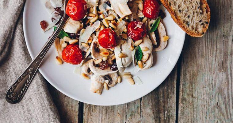 Ensalada de champiñones y tomates confitados