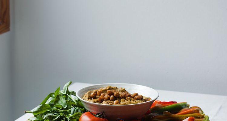 Hummus con cúrcuma y ajo negro