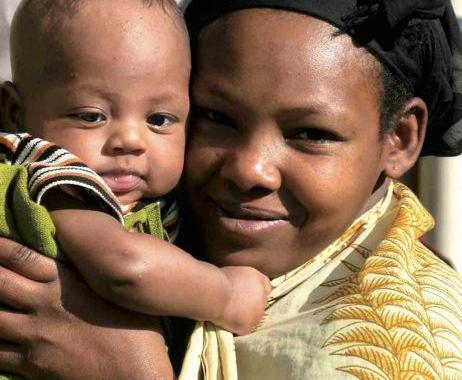 Prima le mamme e i bambini. La salute materna in Italia, in Africa e nel mondo