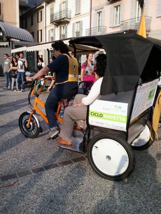 I mezzi di trasporto ecologici, con tanto di autista, messi a disposizione da BeCOMe