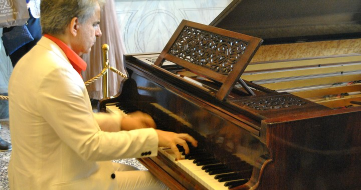 Arte, storia, musica: una mostra di strumenti a Villa Carlotta