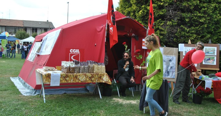 La tenda rossa della Cgil per l'ambiente