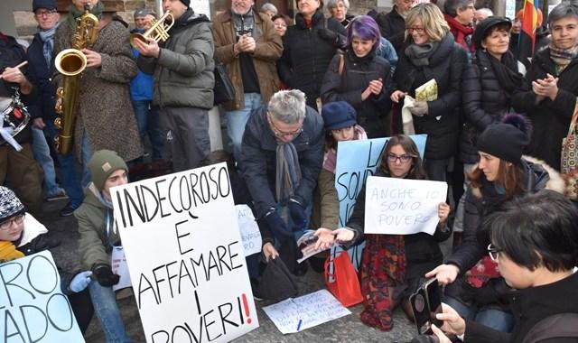 """La Como solidale """"bivacca"""". Non è la città di Landriscina"""