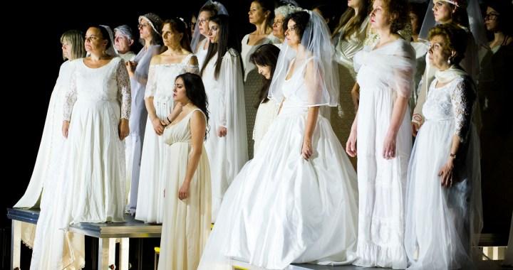 """14 ottobre/ Audizioni coro 200.com al Teatro Sociale. Quest'anno """"La Traviata"""""""