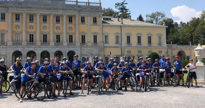 L'indifferenza non frena l'entusiasmo scout/ Test della ciclabile europea che si ferma a Como