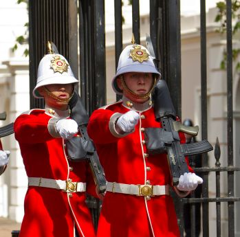 Changing_of_the_Guard_duo_-_Royal_Gibraltar_Regiment