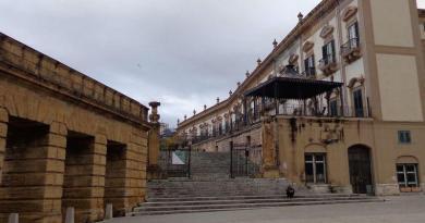 """Le """"cattive"""" di Palermo e la dolorosa passeggiata sopra le mura"""
