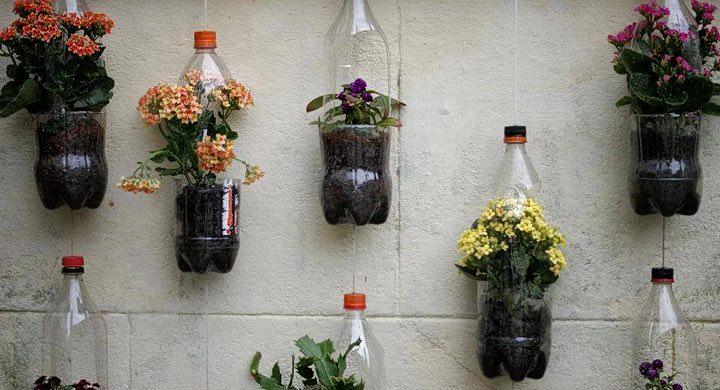 C mo hacer un jard n vertical reutilizando botellas de for Jardines verticales caseros