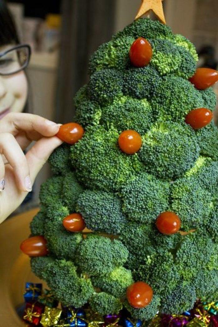 Un árbol de navidad con Broccoli