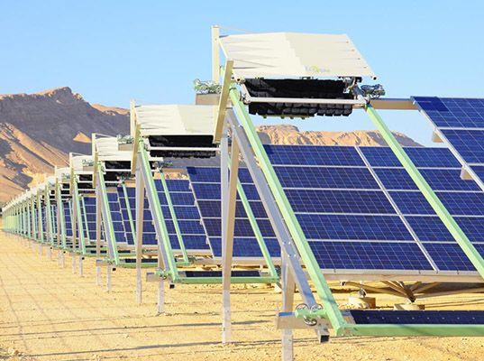 Robot De Limpieza Aumenta 35 Eficiencia De Paneles Solares