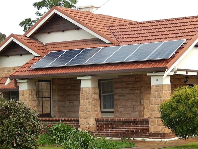 California dará paneles solares gratis a familias con pocos recursos