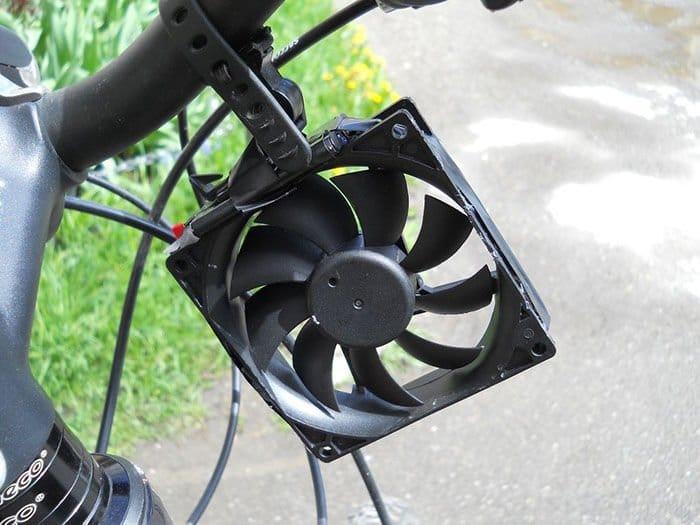 Como hacer un cargador eólico de smartphones para bicicletas3
