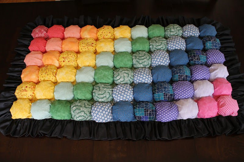 como hacer una alfombra ideal para bebes con telas