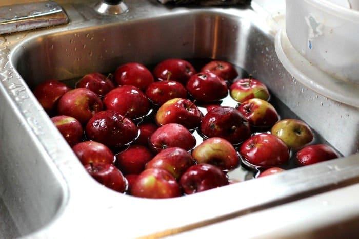 Como limpiar manzanas de pesticidas