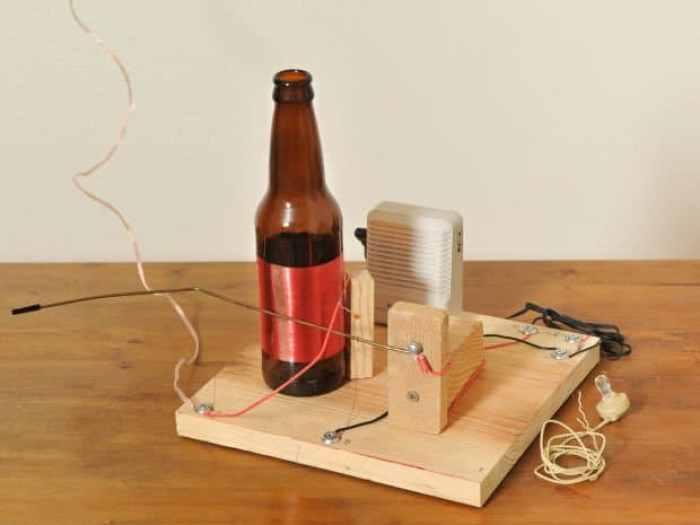Radio con botella de vidrio