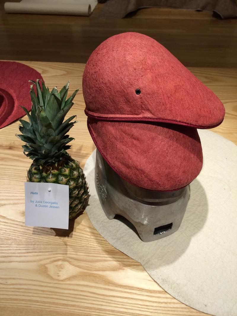 Sombrero hecho con cuero vegetal Piñatex