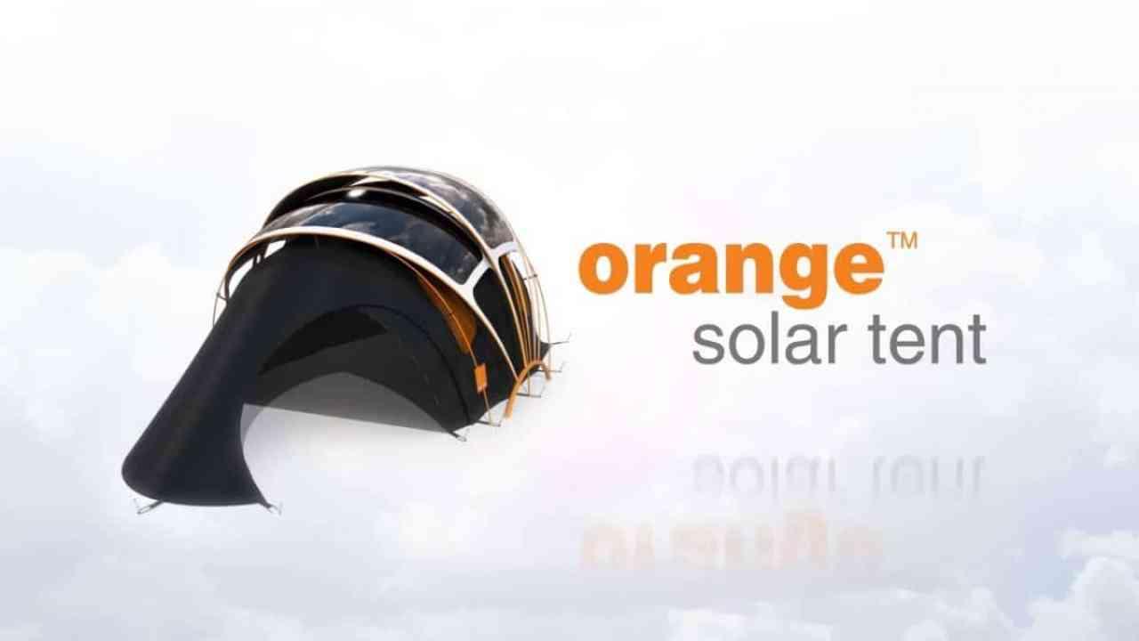 La tienda de campaña con energía solar incorporada
