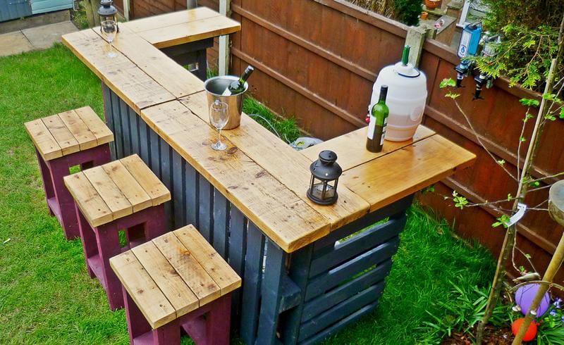 Como hacer una barra de bar en tu jard n con palets for Barras de bar rusticas para jardin