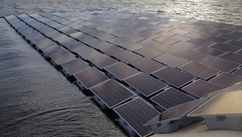 La granja solar flotante más grande de Europa se construye en Londres