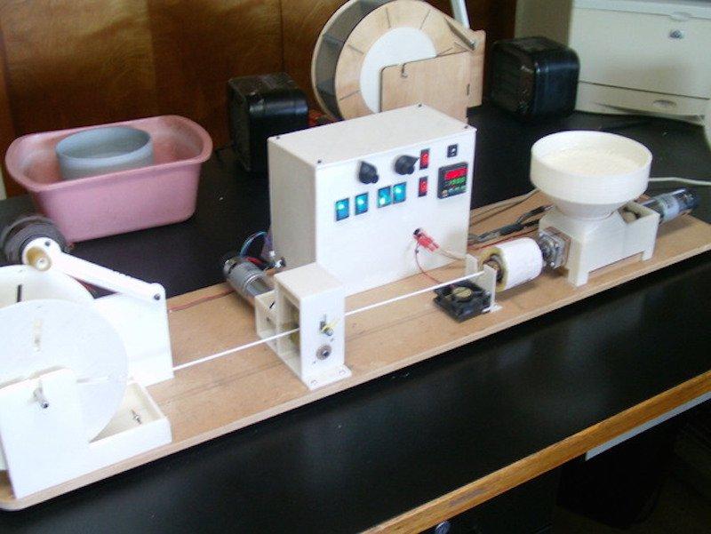 Maquina transformar tapones en filamento