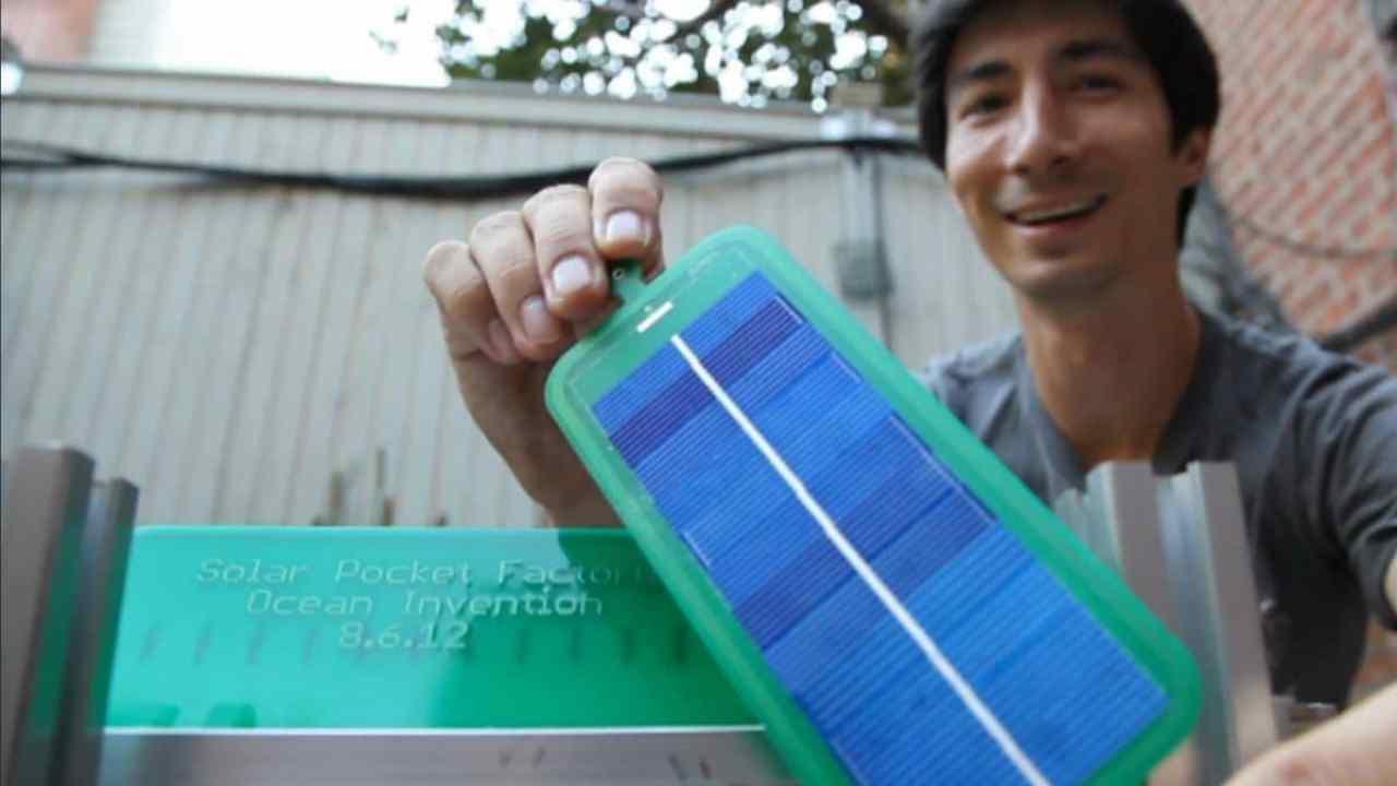 Solar Pocket Factory. La máquina de bajo costo que imprime paneles solares